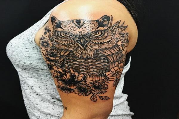 Что означает тату сова на левой руке