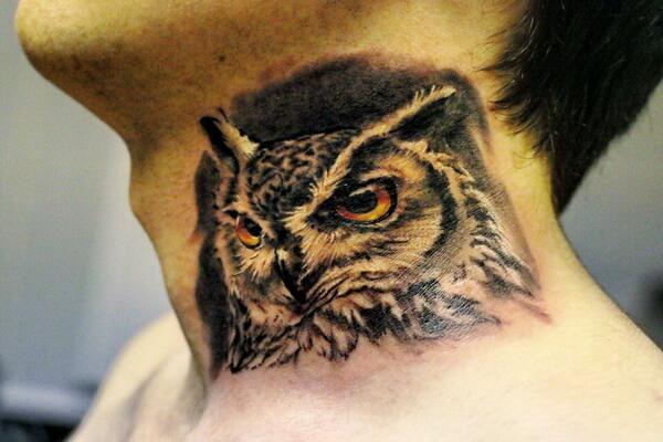 Что означает тату совы на шее
